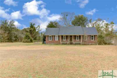 3507 Lanier NE Road Ludowici Three BR, Check out this all brick