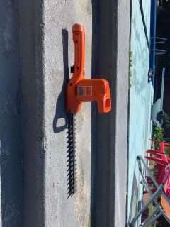 Guc Black&Decker hedge and bush trimmer asking $15