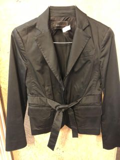 BCBG Size 4 adorable blazer that ties at the waist