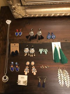 Brand New 14 Piece Jewelry Set (Selling As Set Only)