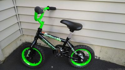 12 BOYS GREEN MAGNA BIKE