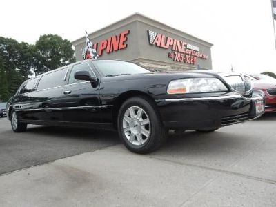 2011 Lincoln Town Car Executive (Black)