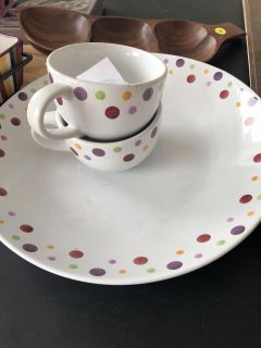 Pampered Chef serving bowl and two mugs
