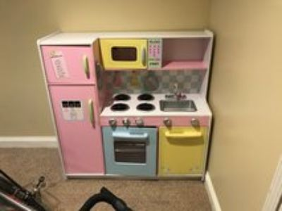 Kid Craft Play Kitchen