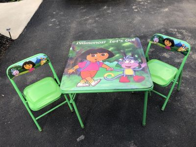 Dora table and 2 chairs