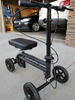 KneeRoover Steerable scooter with dual braking system