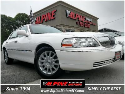 2006 Lincoln Town Car Signature (Vibrant White)