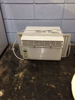 8000 btu Window Air Condtioner AC w/Remote
