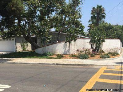 296 Rose Ln, Costa Mesa, CA 92627