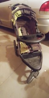 Baby Trend Stroller, Car Seat and Base (with cozy and rain covers)