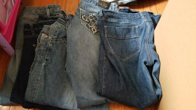 Size 18 women's pants and capris. All for 10. Moving deal.
