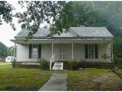 1 Bed 1 Bath Foreclosure Property in Black Creek, NC 27813 - Church St