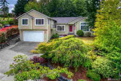 1526 25th St Pl SE Puyallup Five BR, home located in quiet