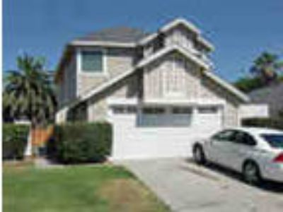 Beautiful Four BR In Lakeside Available Now