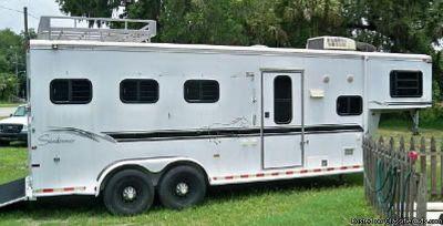 2000 Sundowner 3 horse trailer living quarters