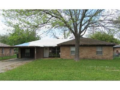 3 Bed 1 Bath Foreclosure Property in Deer Park, TX 77536 - Estate Dr