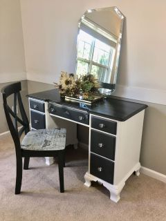 Vanity/Desk with Chair