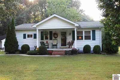 3145 Oaks Road Paducah Three BR, Beautiful cottage in the woods!