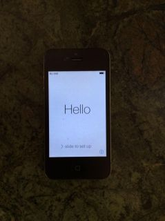 Apple IPhone 4 32gb. Charger included