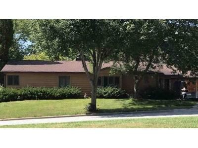 2 Bed 1 Bath Foreclosure Property in Waukesha, WI 53188 - Mabel Ct