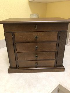 Beautiful Wood Jewelry Box. Key for licking included