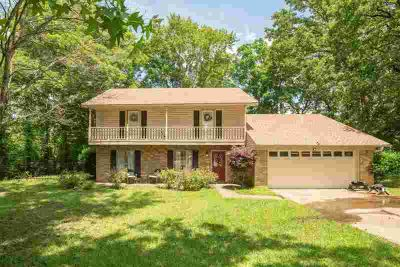 106 Kings Lane LONGVIEW Four BR, The perfect lay out for a large