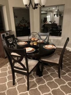 Round table and 4 chairs... Solid wood
