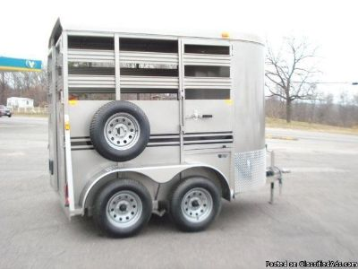 2013 Bee BP 10 stock horse trailer
