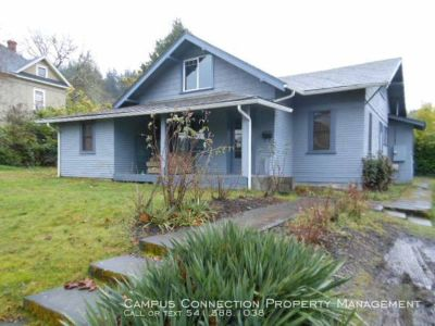 Huge East Campus 5 bedroom close to Law School & Franklin Blvd - available September!