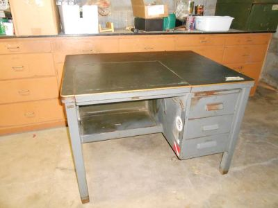 Metal Desk  (3309 Stanolind Ct )