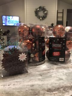 Set of 2 brown colored bulbs and a matching set of sparkly snowflakes. Only used for one year
