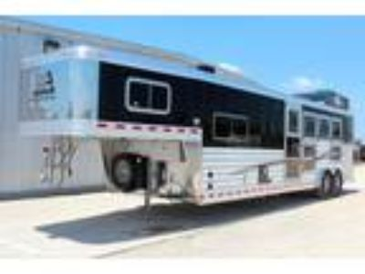 2019 Elite Trailers 4 Horse Living Quarters Trailer 4 horses