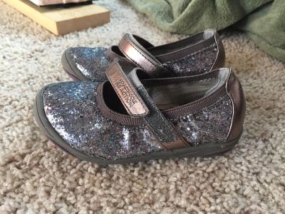 Kenneth Cole size 7 shoes