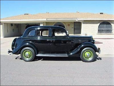 1935 Ford Humpback 4-door