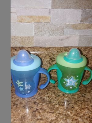 2 sippy cups