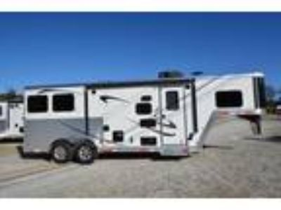 2019 Merhow Trailers 7209RK-NS Horse Trailer