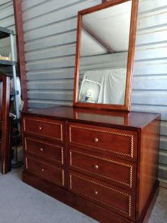 Solid wood dresser with mirror. Dresser have 6 really huge drawers