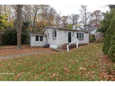 3 Bed 1 Bath Foreclosure Property in Centerport, NY 11721 - Lone Oak Dr