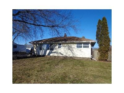 3 Bed 1 Bath Foreclosure Property in Spring Grove, IL 60081 - Main Street Rd