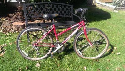 Schwinn CrossFit Small Womens All Terrain Bike Maroon Like New Extras