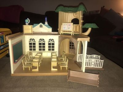 Like new- Calico Critters Country School