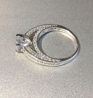 Beautiful 925 Sterling Silver Simulated Diamond Engagement/Wedding Cocktail Ring -Nwot