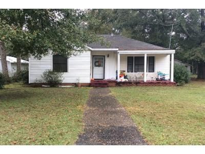 2 Bed 1 Bath Preforeclosure Property in Atmore, AL 36502 - S Carney St