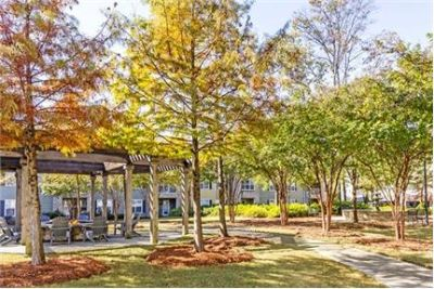 3 bedrooms Apartment - Located minutes from the exciting downtown area of Greenville, SC. Single Car