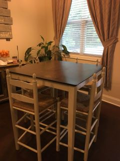 High top kitchen table. 150$ 36x36 square.