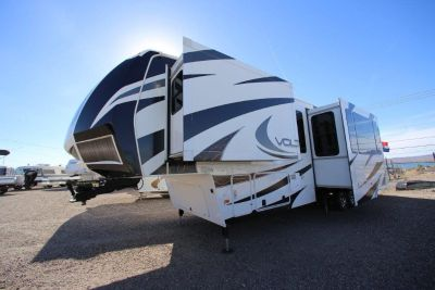 Like NEW!! 2014 Dutchmen Voltage 3795 Toy hauler