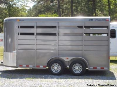2015 CM BUMPER PULL 3 HORSE Trailer WITH DRESSING ROOM