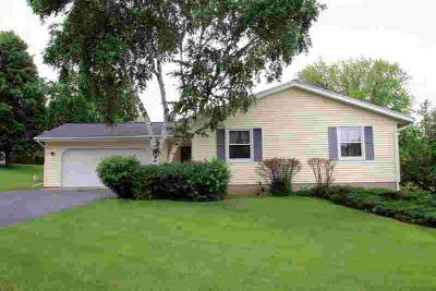 1302 Jamesway Fort Atkinson, A classic ranch with 3