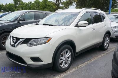 2016 Nissan Rogue SV (Pearl White)