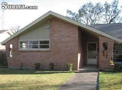 Three Bedroom In SW Houston